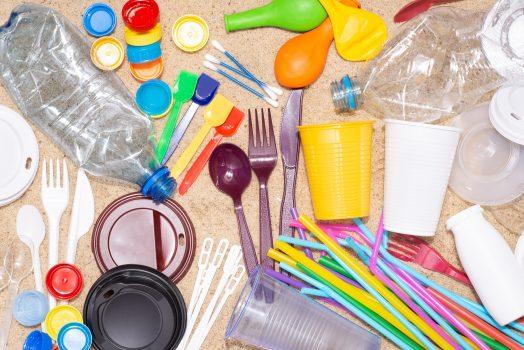 Articole din plastic de unică folosință, interzise de UE - Stratos.ro