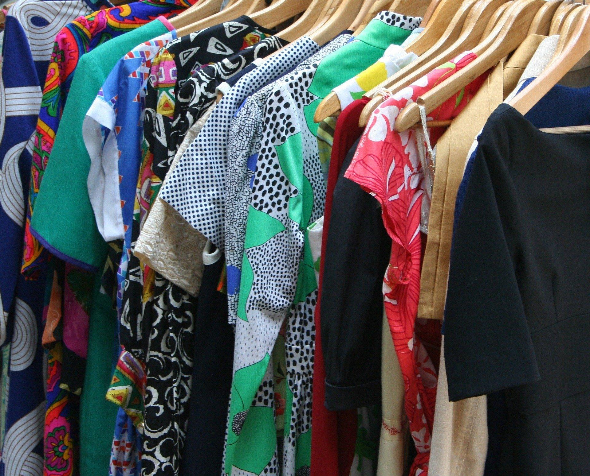 Cum ajutăm mediul dacă reciclăm hainele pe care nu le mai purtăm - Stratos.ro