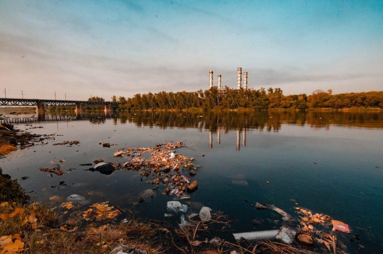 Care sunt deșeurile municipale periculoase și cum le putem gestiona? - Stratos.ro